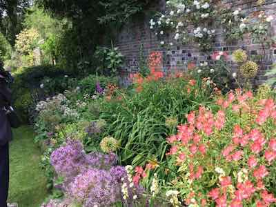 family-estate-gardens-400