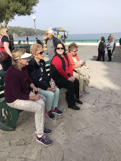 just-ladies-traveling-travelers8